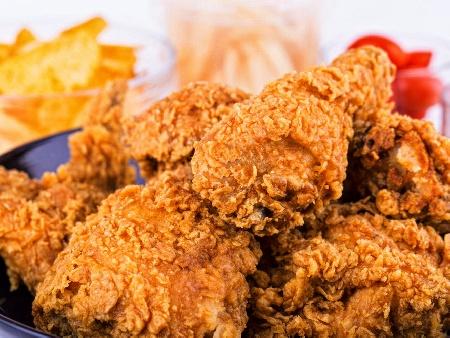 Пилешки бутчета с чипс панировка и сирене пармезан на фурна - снимка на рецептата